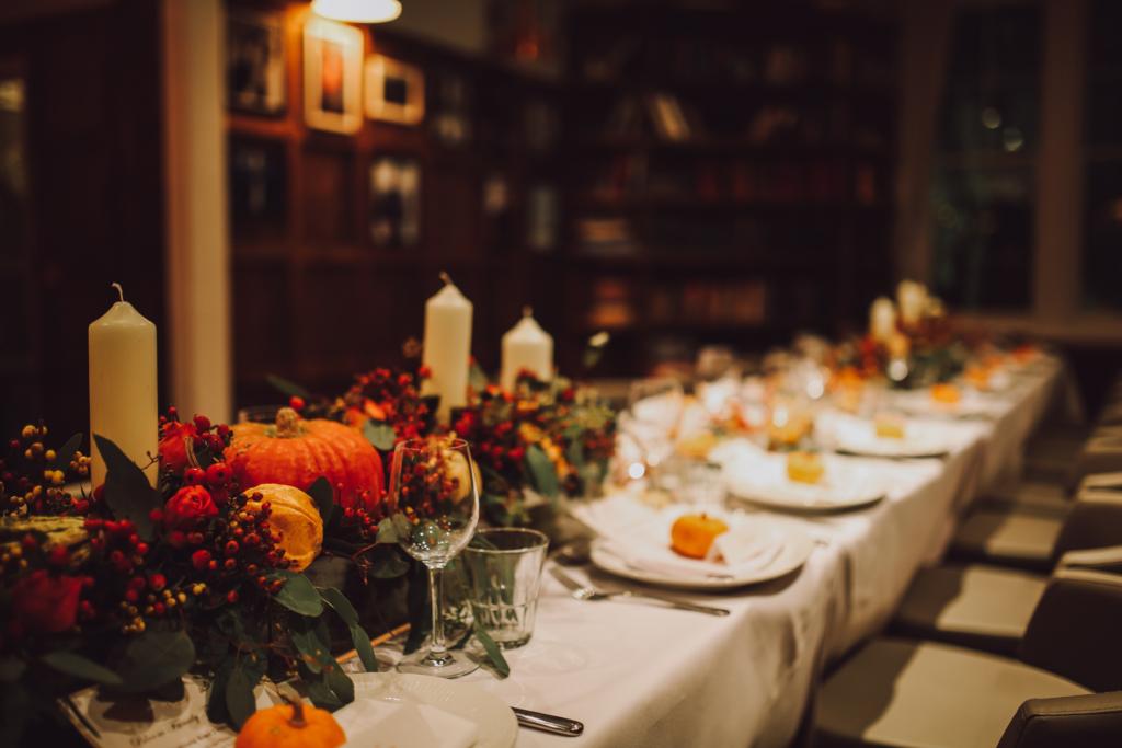 thanksgiving feast turkey dinner table