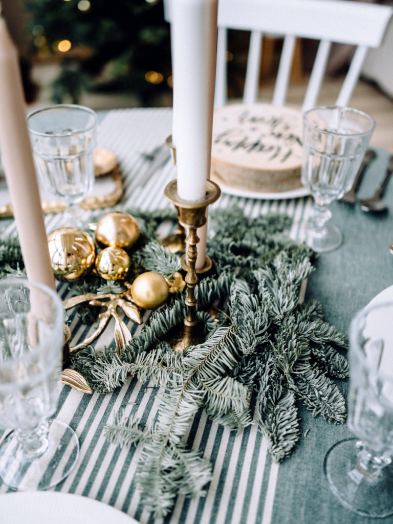 Holiday Tablescape - main