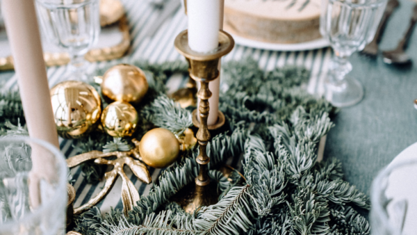 holiday tablescape - featured image