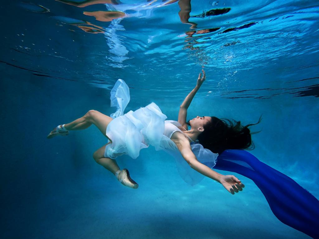 Monique Evans - Ballerina Falling Into Water