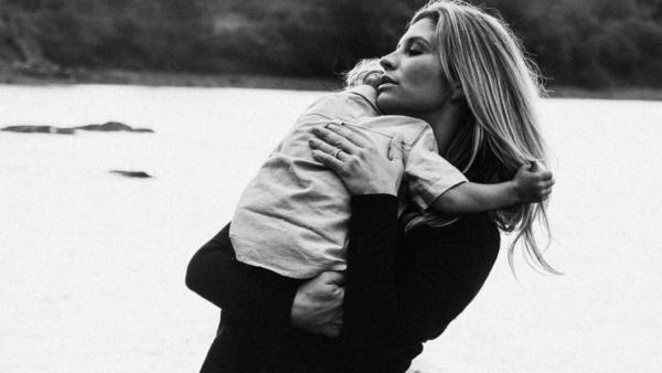 balancing mom life - featured image