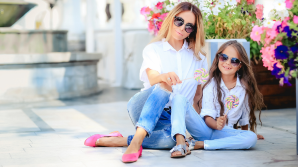 mommy and me outfits - featured image